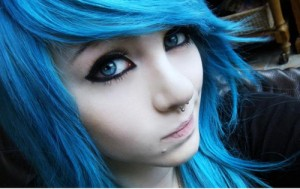 alternative-amber-mccrackin-blue-eyes-blue-hair-girl-scene-Favim.com-41414